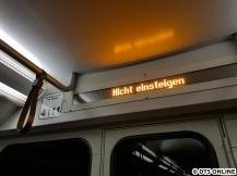 """Die LCD-Displays wurden durch diese LED-Anzeigen ausgetauscht. Normalerweise zeigt er im Wechsel an """"Nächste Station"""" und bspw. """"Alte Wöhr"""". Die Anzeige der Linie (wie bislang) erfolgt auf diesen Anzeigen nicht mehr."""