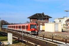 Die Abfahrt verzögerte sich, sodass neben dem hier nicht gezeigten ADAC-Werbezug dieses Werbedoppel mit 4017 und 4015 (Uni Greifswald + clas ohlson) festgehalten wurde.