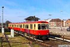 Eine halbe Stunde nach der Abfahrt konnte der Hanseat dann doch einsetzen, hier fährt er gerade in Barmbek auf Gleis 1 ein.