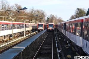 Aus dem Zug bot sich ein Blick auf 849 und 811, wie lange diese wohl noch hier stehen...?