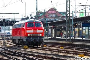 Von der Uni zog es mich am 17. März zum Hauptbahnhof, wo der grüne ICE 4 liegen blieb. Im Hauptbahnhof stand die S-Bahn 218 474, welche den Zug wegschleppte. Die Oberleitung war auf den Zug gefallen.