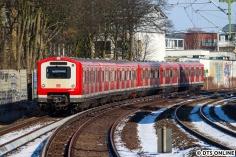 Am Samstag, 3. März, fuhr 472 050 als Stadion-S21 zur Elbgaustraße, hier an der S1-Station Landwehr festgehalten.