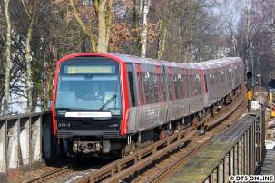 """Am selben Tag fuhr DT5 371 auf der unterbrochenen U1, in der Zeit wo """"Großhansdorf/Ohlstedt"""" geschildert wird, steht auf den Innenanzeigen nur U1 Großhansdorf."""
