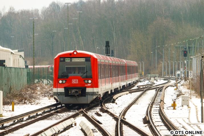 Und schließlich noch einmal ein Bild vom 474 011, welcher in Kürze Ohlsdorf erreicht.