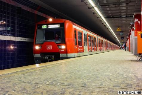 """Zunächst wurde am letzten Betriebstag vor der Sperrung am 2. März die """"alte Station Reeperbahn"""" besucht."""