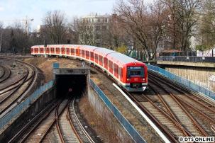 Eines der einzigen Bau-S11-Fotos entstand von der Ernst-Merck-Brücke, an der Spitze 474 043.