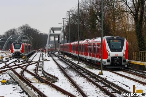 Zurück in Ohlsdorf folgte ein Vollzug 490, bestehend aus 9005 und 9002, welcher aus der Stadt von Probefahrten zurückkehrte. Leider kam er zu überraschend, sodass nur Fotos an diesem Ende vorzeigbar wurden.