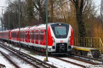 Während am 490 103 offenbar das absperren eines Zugteils geübt wurde, ist ein Zugteil abgeschlossen, so wird dies auf den Anzeigen auch so angezeigt.