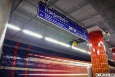 Inzwischen ist die Station wie Königstraße und Landungsbrücke in sinnstiftendem Schwarz gestrichen.