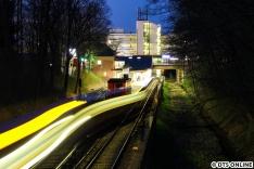 Der DT5 fährt über den Gleiswechsel. Dies war bei dieser U1-Sperrung erstmals zu beobachten.