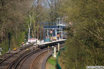 In der Wartezeit auf den nächsten DT5 verschlug es mich auf die Timmerloh-Brücke, von der man auf die Station Langenhorn Nord sehen kann.