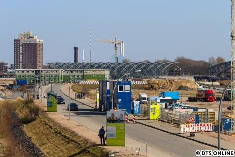 Blick am 8. April vom HafenCity-Viewpoint an der Baakenhafenbrücke/Grandeswerderstraße