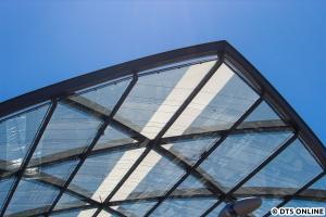 Eine Detailansicht des Daches. Vor vier Wochen war dieser weiße Streifen noch nicht vorhanden.