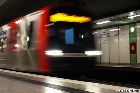 Zunächst entstand in Steinfurther Allee dieses Bild des einfahrenden DT5 324.