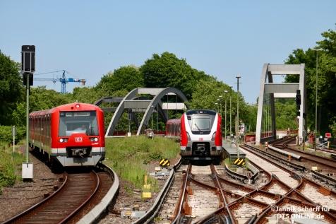Nachdem der Zug in die Kehre ausgesetzt hatte, gab es noch eine Begegnung mit 474 093 als S1 nach Wedel. 9006 und 9007 wurden in der Kehre voneinander getrennt.