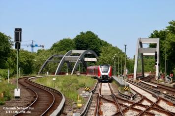 ... während 490 007 in der Kehre verblieb um nach der nächsten S1 nach Airport/Poppenbüttel ebenfalls ins Werk zu fahren.
