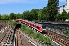 ... um Gleis 3 des Hamburger Hauptbahnhofs zu erreichen.