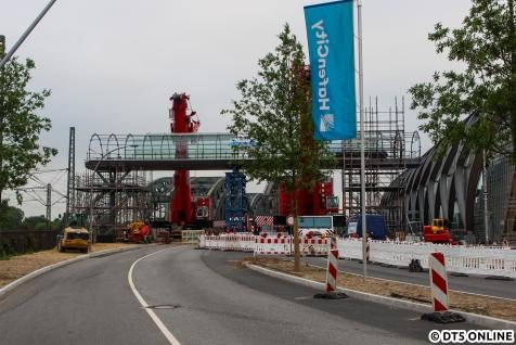 Das erste Brückenteil ist schon fertig eingesetzt.