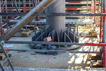 Stützpfeiler unten, das obere Ende ist aus der Nähe noch nicht ganz so gut fotografierbar.