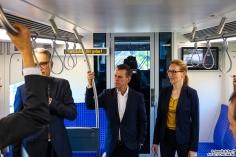 """An der Zugspitze wird den Pressevertretern der Zug """"erklärt"""""""