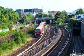 Im City-Tunnel gab es eine kurzzeitige Sperrung, sodass diese S11 mit 4052 an der Spitze als S11 zum Airport und nach Poppenbüttel fährt.