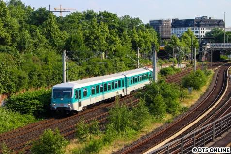 Die beabsichtigte Parallelfahrt von 470 128 und 628 201 kam leider noch nicht hier am Berliner Tor zustande.