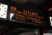 Die Fahrgäste wurden über die Weiterfahrt auf der U3 informiert, nicht wenige Fahrgäste blieben einfach stehen und warteten auf ihre U2.