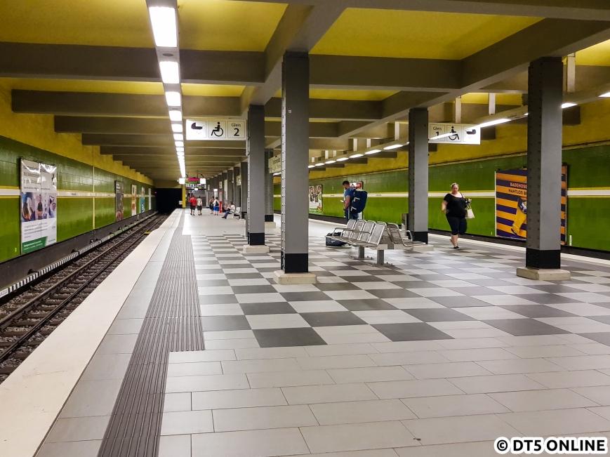 Im Rahmen des barrierefreien Ausbaus wurde nur ein Teil des Bahnsteigs erhöht.