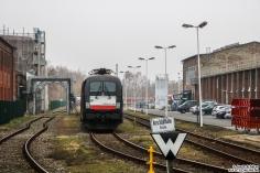 182 526 warten in der Ausfahrt des BT Werk Hennigsdorf auf ihren ICE 4 Transport nach Mönchengladbach