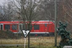 490 011 steht weit hinten auf dem BT Werksgelände in Hennigsdorf abgestellt