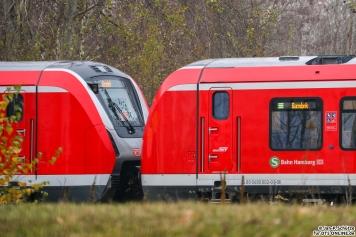 """490 102 + 490 106 stehen im BT Werk Hennigsdorf und schildert """"S1 Barmbek"""""""
