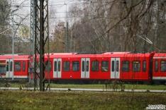 490 102 hat seit geraumer Zeit einen Mittelwagen in komplett rot inklusive Dach (war schon letztes Jahr so)
