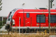 490 104 steht im Bombardier Werk Hennigsdorf mit fehlender Frontklappe