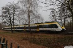 8442 302 steht auf der Teststrecke im BT Werk Hennigsdorf und es werden diverse Tests durchgeführt. Im Hintergrund steht ein weiterer. beide für Abellio Baden Würtemberg gedacht