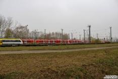 8442 303 + 490 106 + 490 102 + 442 201 stehen abgestellt im BT Werk Hennigsdorf. 490 102 hat weiterhin seinen komplett roten Mittelwagen