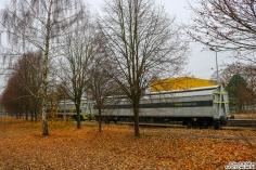 2 railadventure Schutzwagen stehen parallel zur Teststrecke im BT Werk Hennigsdorf abgestellt. Verbunden sind beide Mit Schaku´s um Triebzüge überführen zu können