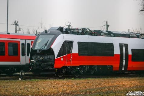 Ein unbekannter Talent 3 steht ohne Frontschürze im Bombardier Werk Hennigsdorf
