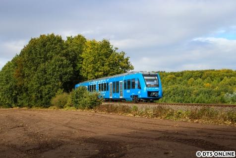 Der Oktober begann mit einem Fotoausflug nach Niedersachsen, der hier bereits gezeigt wurde. Stellvertretend zeige ich nochmal den neuen Alstom Coradia iLint der evb, insgesamt fahren zwei Wasserstoff-LINT für die evb.