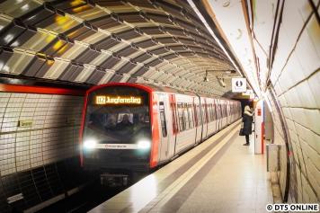 Am 6. November gab es einen fiktiven Anschlag auf die Hamburger U-Bahn, eine Terrorübung legte einzelne Teile der Stadt lahm. Die U4 wurde zum Wenden nach Schlump umgeleitet, sodass auch mal DT5-Kurzzüge am Gänsemarkt mit dem Ziel Jungfernstieg festgehalten werden konnten.