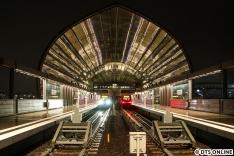 """Mit dem ersten Fahrgastzug fuhr ich zum Bahnhof Elbbrücken, diverse Eindrücke waren hier bereits zu sehen. Stellvertretend soll diese Ansicht von der Aussichtsplattform den Eröffnungstag """"darstellen""""."""