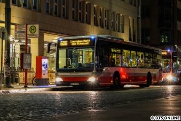 Ein letztes Bild der Nachtbus-Tour: Schnellbus 6932 als 606 nach Langenhorn Markt am Rathausmarkt.