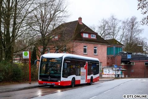 """Im Dezember begann dann noch eine neue Ära im Elektrozeitalter im Busbetrieb. """"Der 1. von 1000"""" Elektrobussen ging in Betrieb, gemeint sind die ersten Serien-Elektrobusse. Der zweite eCitaro ist kürzlich auch in Betrieb gegangen, außerdem sind zwei weitere Solaris-Batteriebusse gekommen. Auch die BVG erwartet demnächst ihren ersten eCitaro. Kommendes Jahr werden 26 weitere Batterebusse (18x EvoBus, 8x Solaris) erwartet. Am 8. Dezember stand Wagen 1872 in Ohlstedt."""