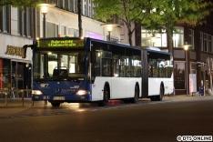 Ein letztes Bild der blau-weißen VHH (ex PVG)-Busse entstand ebenfalls an diesem Abend, Wagen 0568 lief auf der Metrobuslinie 3.