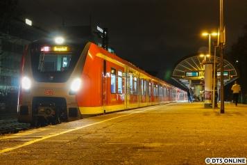 Am Abend des 12. Dezembers hielt ich einen der ersten abgenommenen Zweisystem-490 am Bahnhof Holstenstraße fest, und zwar 490 108.