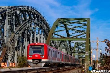 Für mich ein weiteres neues Motiv, welches baubedingt zwischenzeitlich nicht umsetzbar war, ist die S3 an den Norderelbbrücken. Hinten entsteht mit Verspätung der neue Hp Elbbrücken.