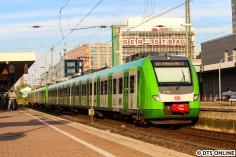 """Die Züge der BR 422 der S-Bahn Rhein Ruhr werden derzeit """"in Landesfarben"""" beklebt, damit gibt es wieder zwei nicht-rote S-Bahnen in Deutschland. 422 507 im Dortmunder Hauptbahnhof am 18. August."""
