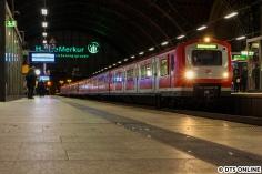 Am 20. November konnte noch einmal ein Zug der BR 472 auf der S31 mit dem Ziel Neugraben langzeitbelichtet werden. Derzeit kommen häufig Altbauzüge auf der S31 zum Einsatz, irgendwo müssen sie ja hin.