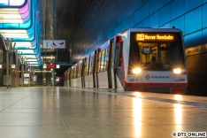 Der Vergangenheit gehören auch die DT4-Kurzzüge auf der U4 an, seit Ende Oktober fahren nur noch Züge mit mindestens 80 Metern Länge. Einzelne Fahrten in Tagesrandlage, die von der U2 stammen, oder weiter als U2 fahren, sind noch mit Achtwagenzügen DT4 belegt.