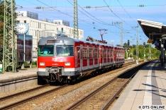 Die Legende lebt: Die Baureihe 420 ist Kult. Sie ist die deutsche Wechselstrom S-Bahn und in München immernoch im Einsatz, so auch 420 965 als S20 nach Höllriegelskreuth. Der Zug steht am Morgen in Pasing zur letzten Fahrt des Morgens bereit. Sie werden sogar noch einmal mehr...