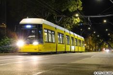 Ende Oktober war ich ein weiteres Mal in Berlin. Am Morgen des 28. Oktober hielt ich die Flexity 8036 beim Aussetzen auf den Betriebshof Lichtenberg fest.